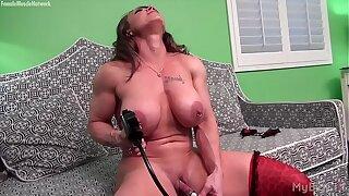 Minimal Female Bodybuilder Pumps Her Big Clit