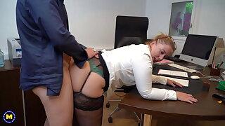 Fat ass mature boss gets double penetration